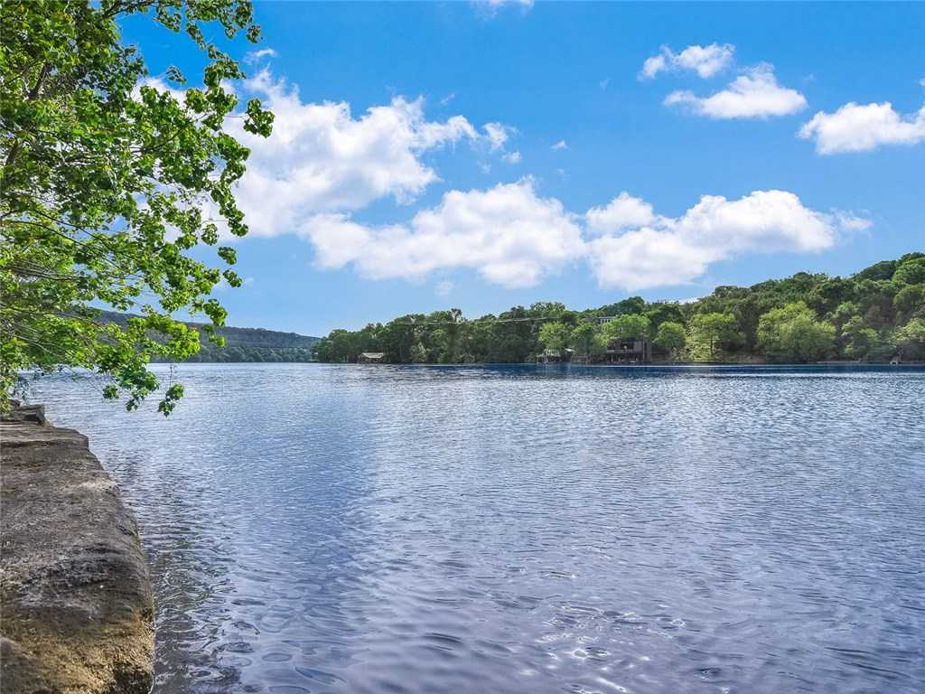 $35,000,000 - 2Br/1Ba -  for Sale in Coldwater Cyn, Austin