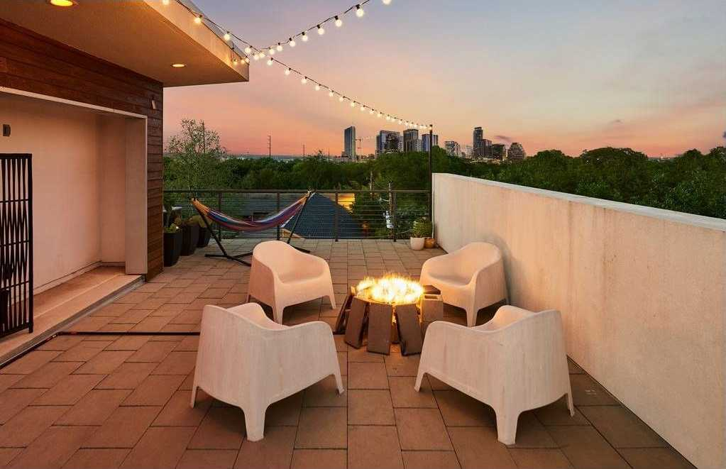 $634,900 - 3Br/4Ba -  for Sale in South 5th, Austin