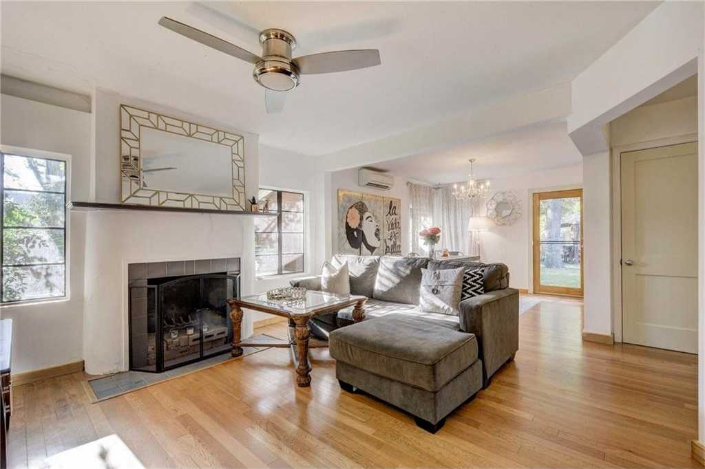 $450,000 - 2Br/1Ba -  for Sale in Giles Place Sec 01, Austin