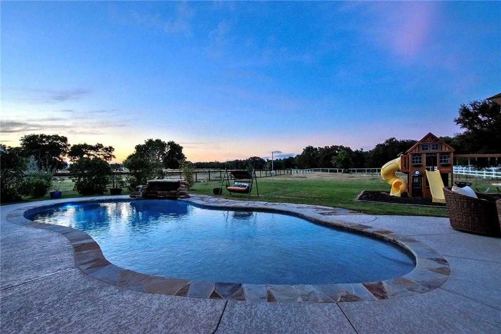 $670,000 - 4Br/3Ba -  for Sale in Howard Ranch Sec 2, Driftwood