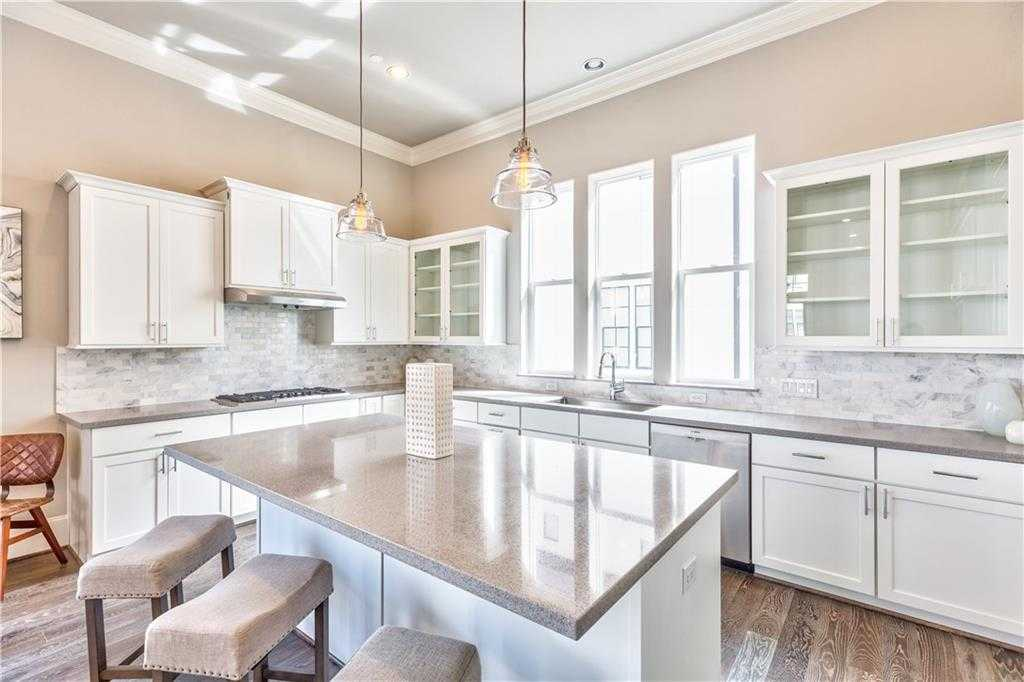 $6,299,900 - 2Br/3Ba -  for Sale in South Shore, Austin