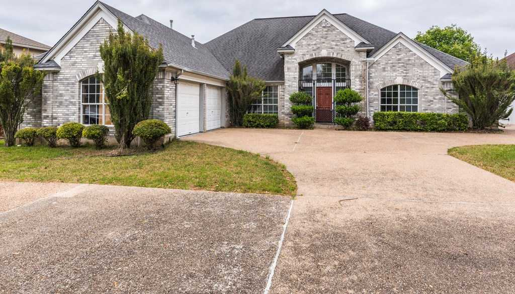 $365,000 - 3Br/3Ba -  for Sale in Onion Creek Sec 06-a, Austin
