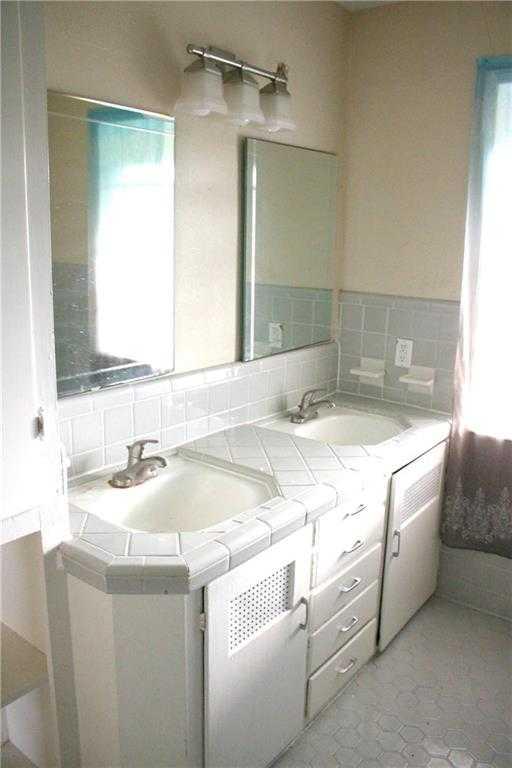 $359,000 - 3Br/1Ba -  for Sale in Highland Village Sec 02 Pt 02, Austin