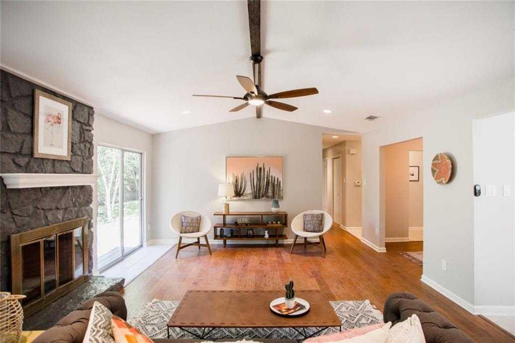 $380,000 - 3Br/2Ba -  for Sale in Walnut Crossing Sec 01, Austin