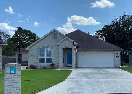 $439,900 - 3Br/3Ba -  for Sale in Oakwood Estates 12 Garden Homes, New Braunfels