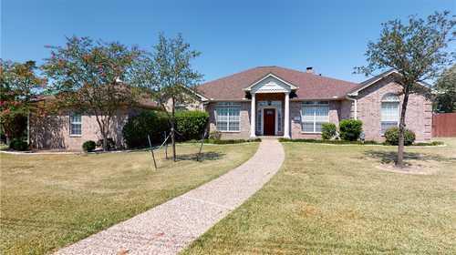 $499,000 - 5Br/3Ba -  for Sale in Whispering Oaks, Giddings