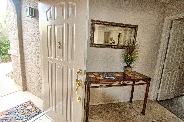 - 2Br/2Ba -  for Sale in Villages North, Scottsdale
