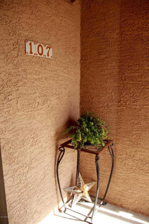 - 2Br/2Ba -  for Sale in Aspen Springs Condominium Fka Las Cuesta Condo, Chandler