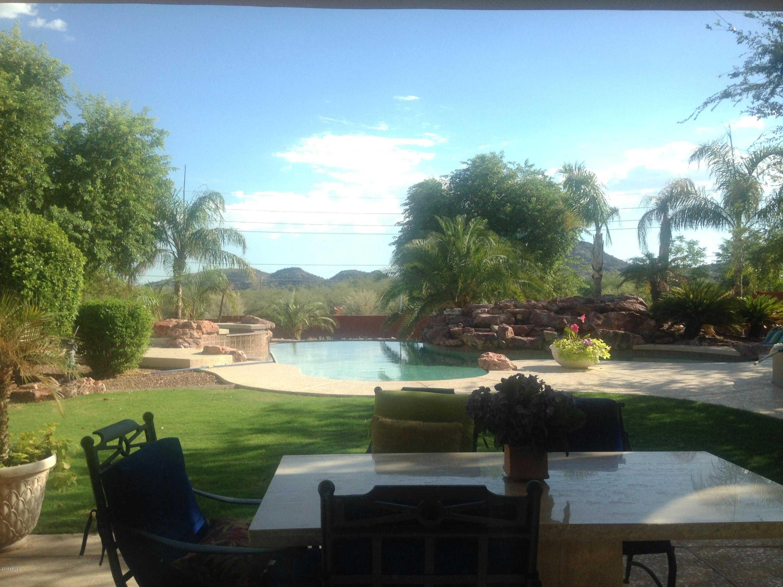 $1,070,000 - 3Br/4Ba - Home for Sale in Saddleback Meadows, Glendale