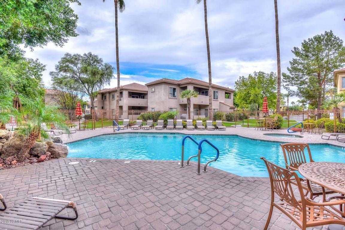 $210,000 - 2Br/2Ba - Condo for Sale in Fairways At Arrowhead Condominiums, Glendale