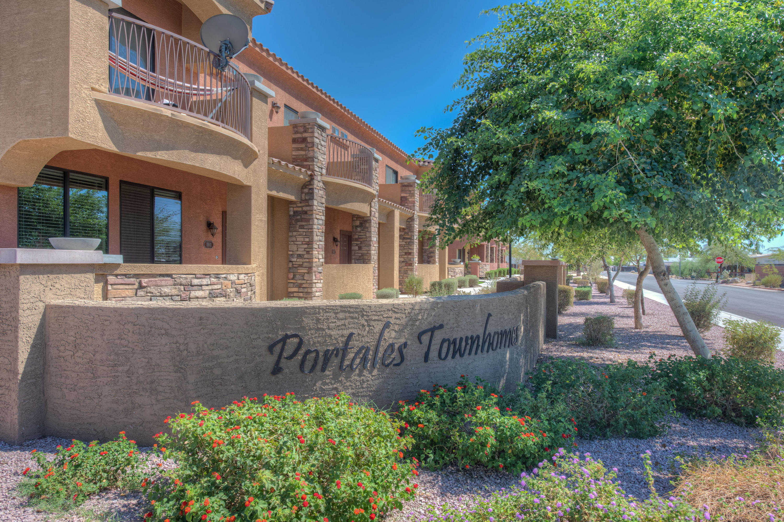 $227,000 - 3Br/3Ba -  for Sale in Portales Townhome Condominiums, Glendale