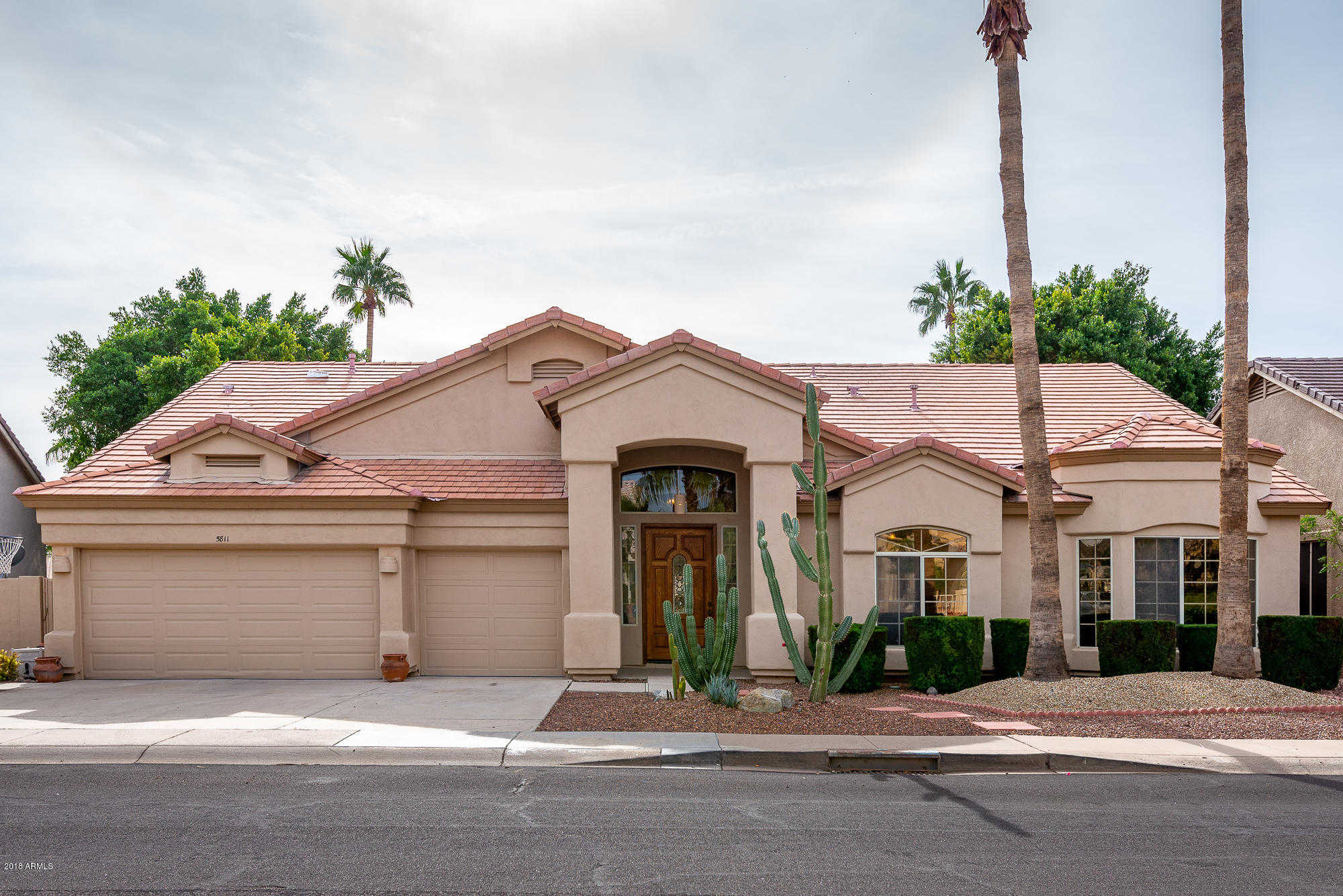 $490,000 - 4Br/3Ba - Home for Sale in Arrowhead Lakes 1 Replat Lt 1-204 A-h J-n P-r, Glendale