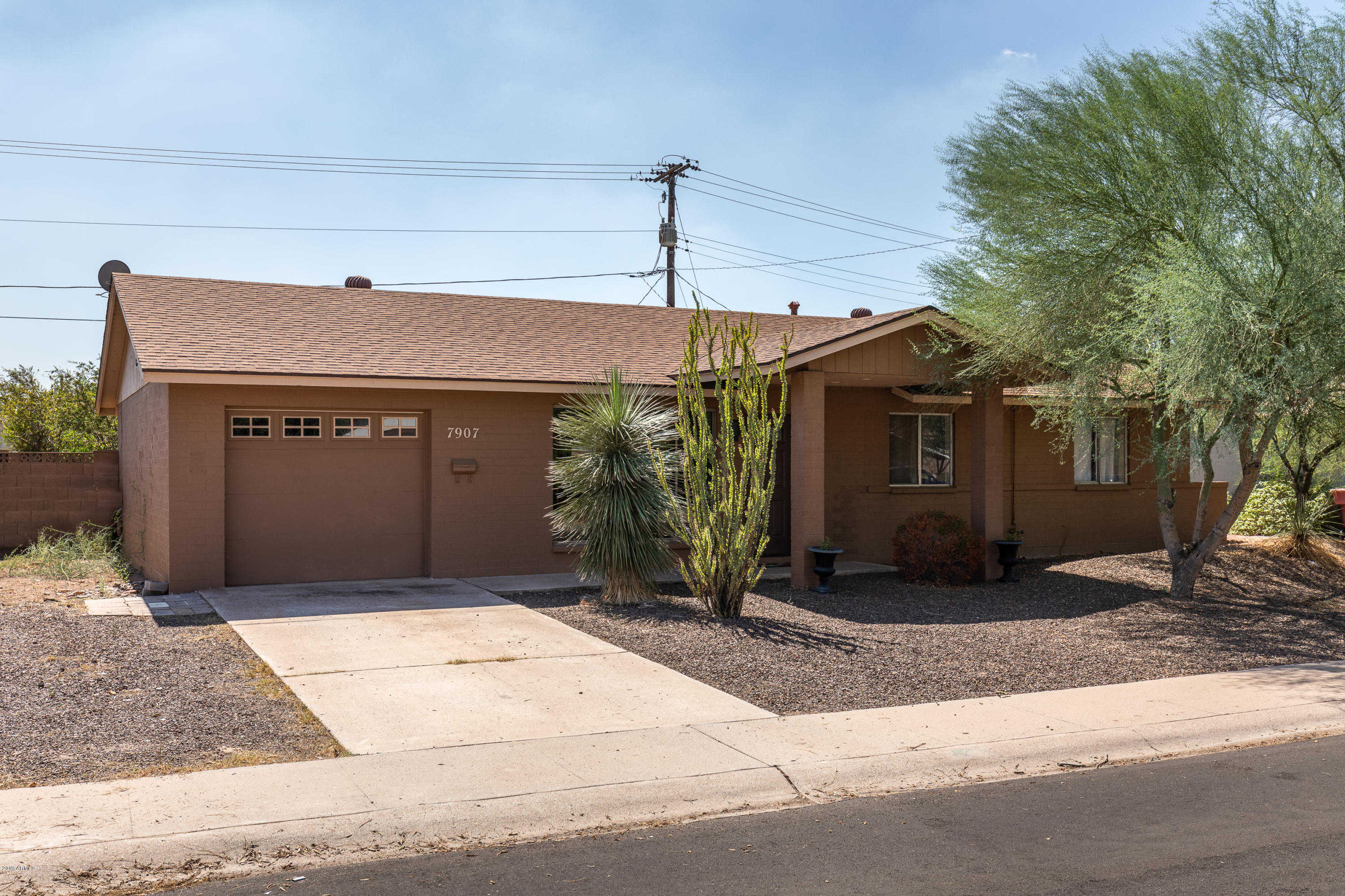 - 3Br/2Ba - Home for Sale in Cox Heights 4 Amd, Scottsdale