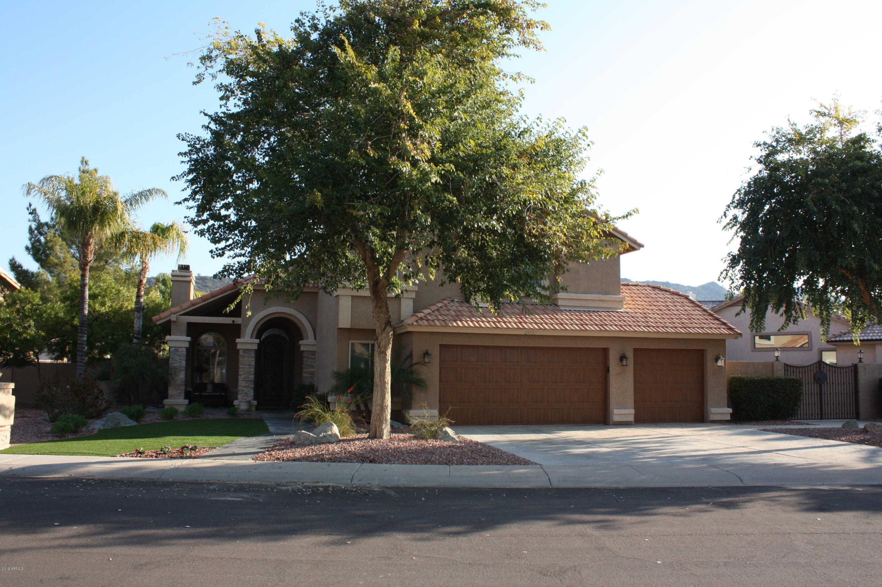 $540,000 - 3Br/3Ba - Home for Sale in Arrowhead Lakes 1 Replat Lt 1-204 A-h J-n P-r, Glendale