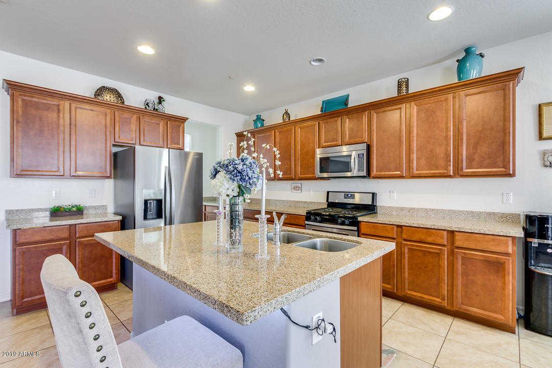 $300,000 - 5Br/3Ba - Home for Sale in Surprise Farms Phase 4 Parcel 3, Surprise