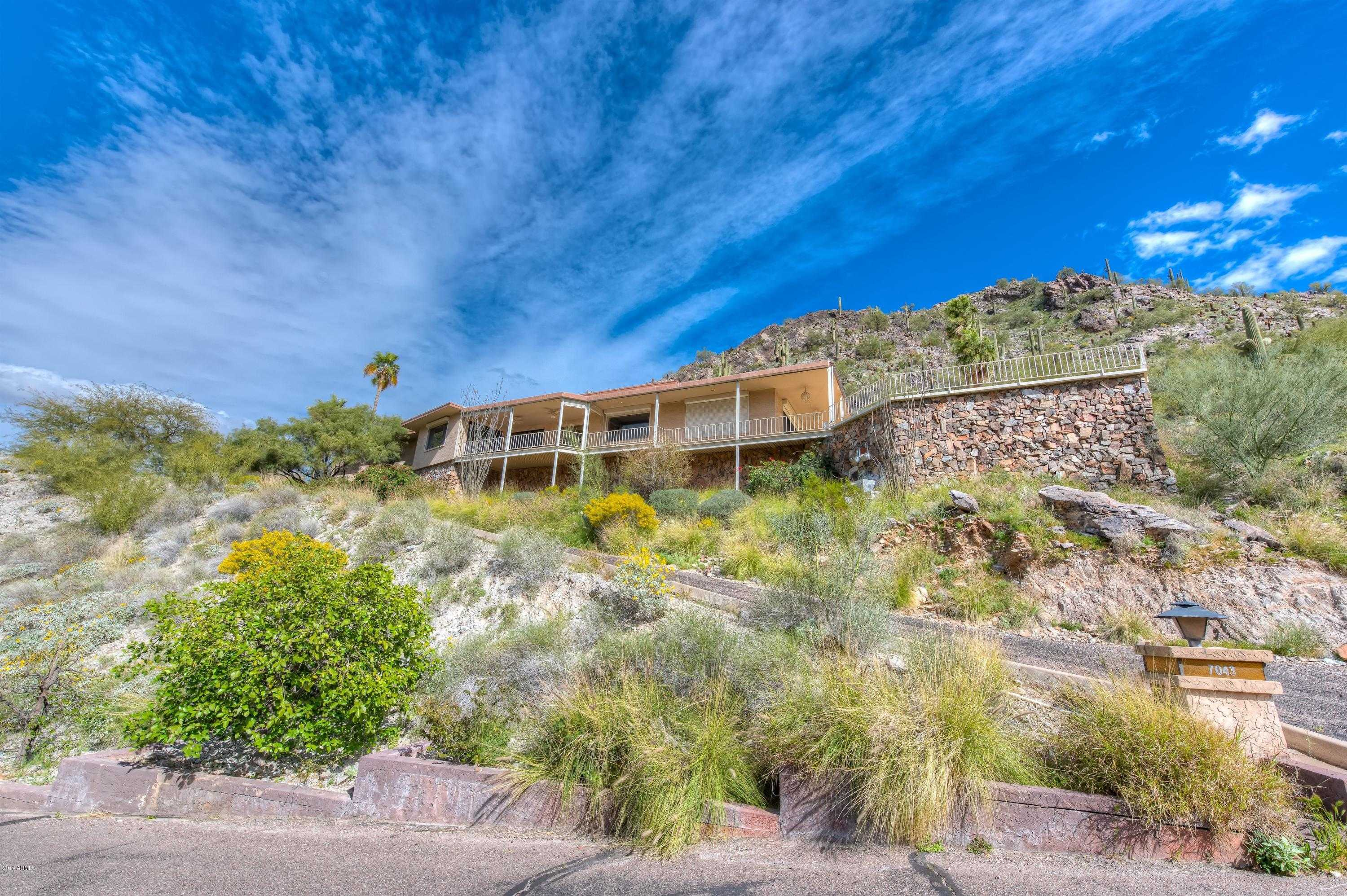 $1,190,000 - 3Br/4Ba - Home for Sale in Clearwater Hills 2 Private Roads, Paradise Valley