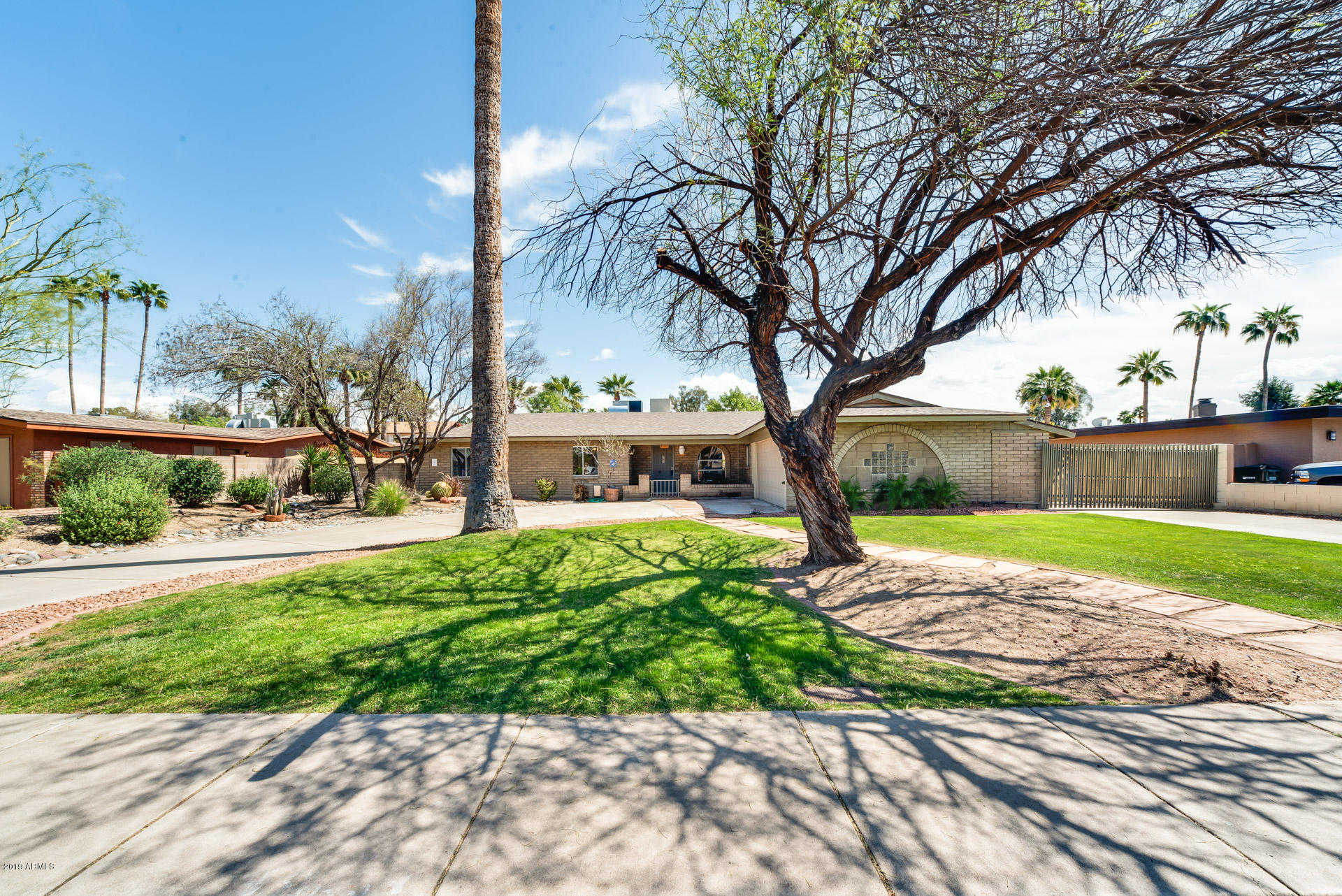 $400,000 - 3Br/3Ba - Home for Sale in Country Club North 2, Phoenix