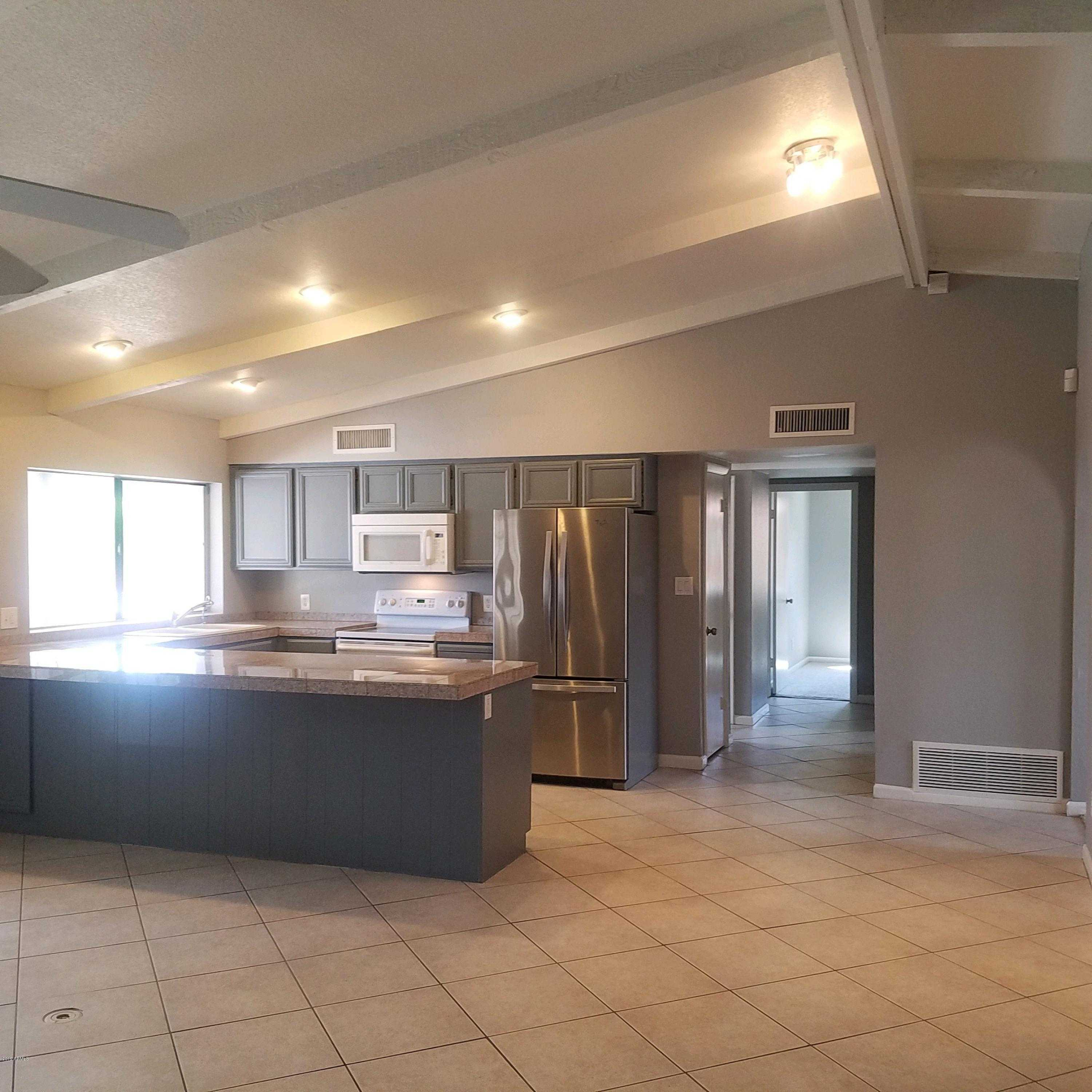 $400,000 - 3Br/2Ba - Home for Sale in Shadow Mountain Estates Unit 3 Lots 48-79, Phoenix