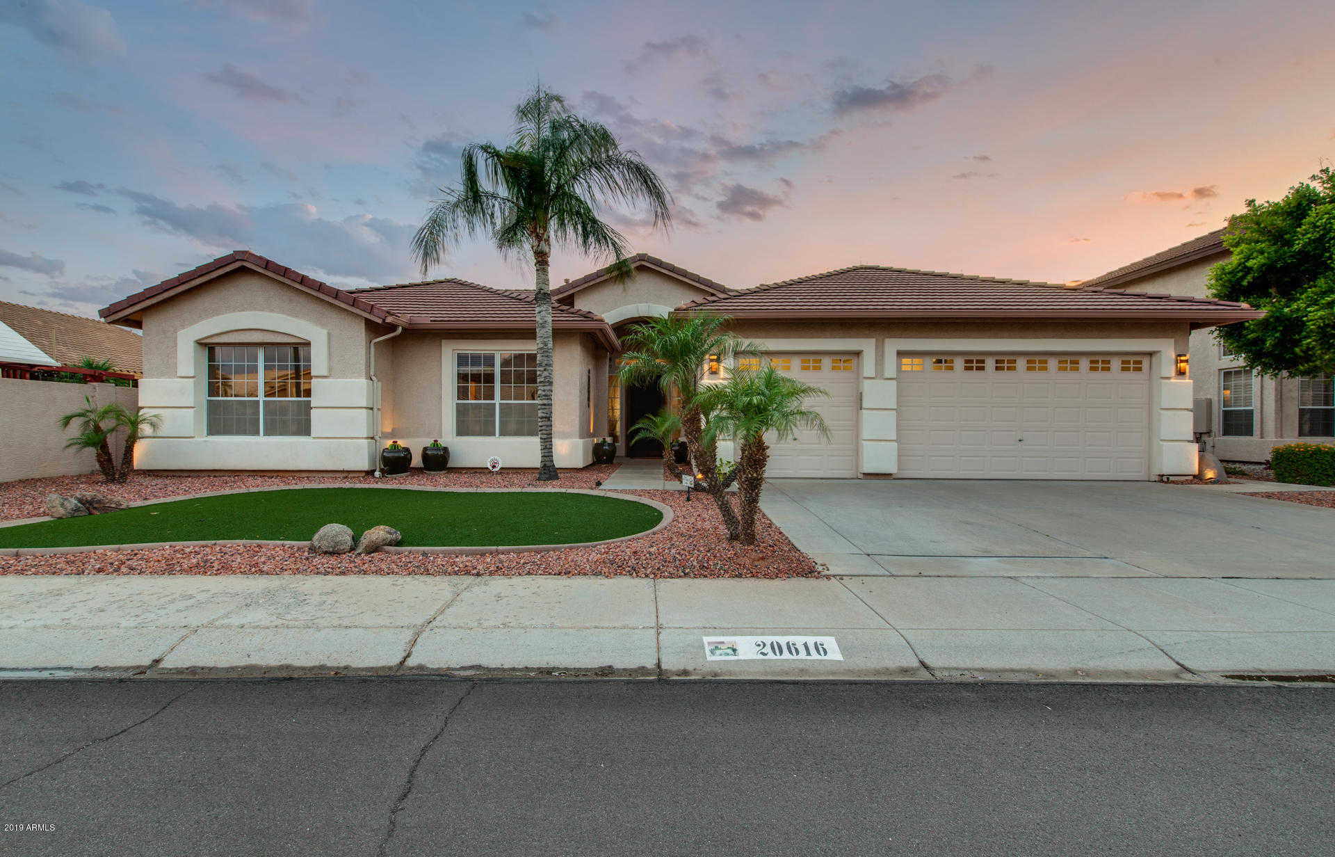 $570,000 - 4Br/3Ba - Home for Sale in Arrowhead Lakes, Glendale