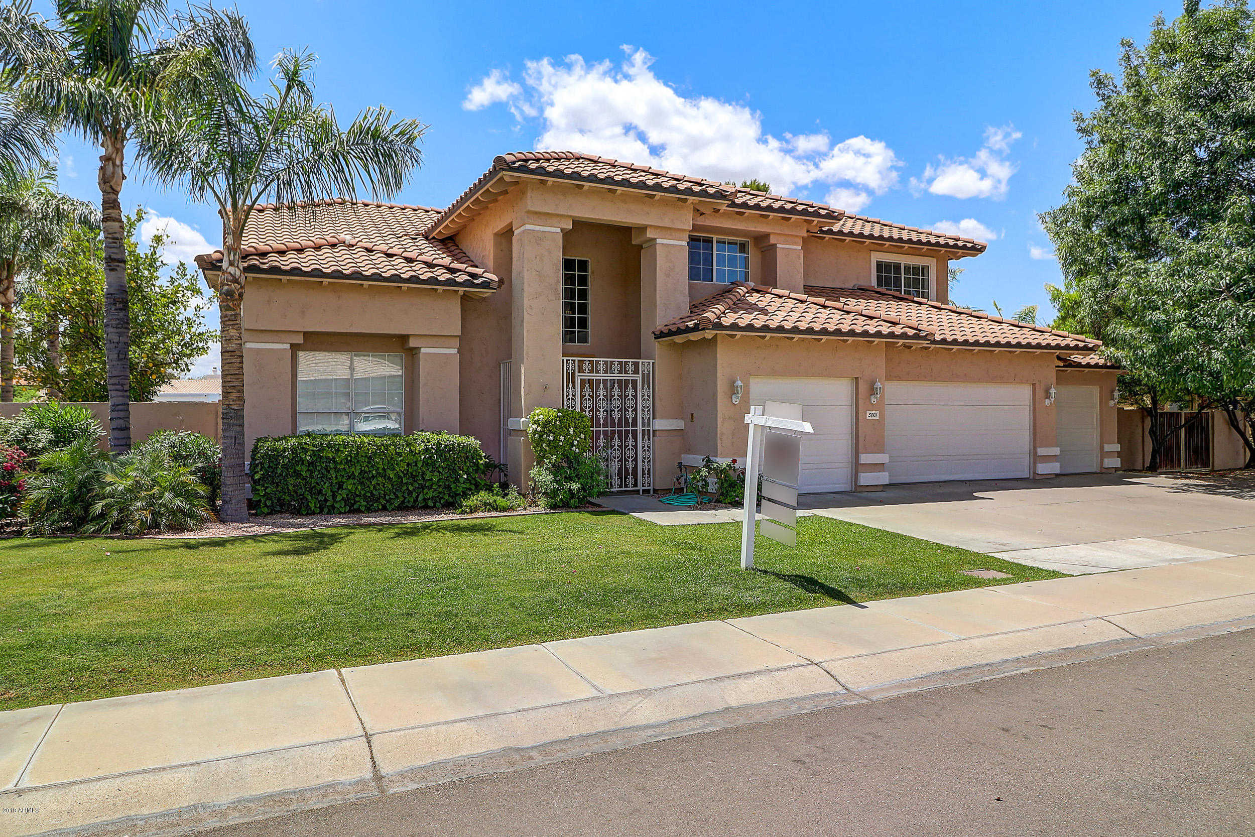 $740,000 - 4Br/3Ba - Home for Sale in Arrowhead Lakes 1 Replat Lt 1-204 A-h J-n P-r, Glendale