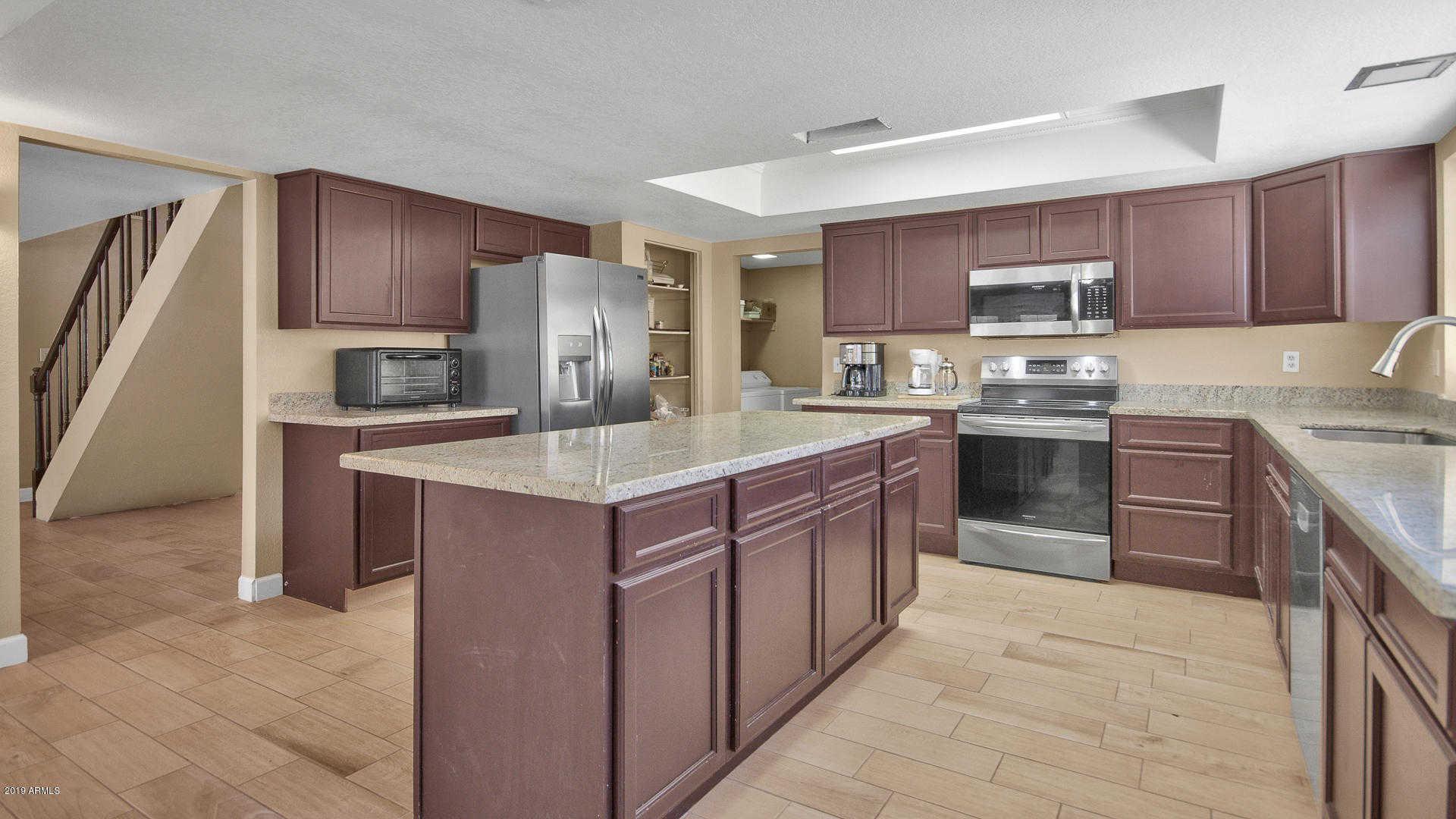 $310,000 - 6Br/4Ba - Home for Sale in Greenbrier Unit 5 Lot 291-371, Glendale