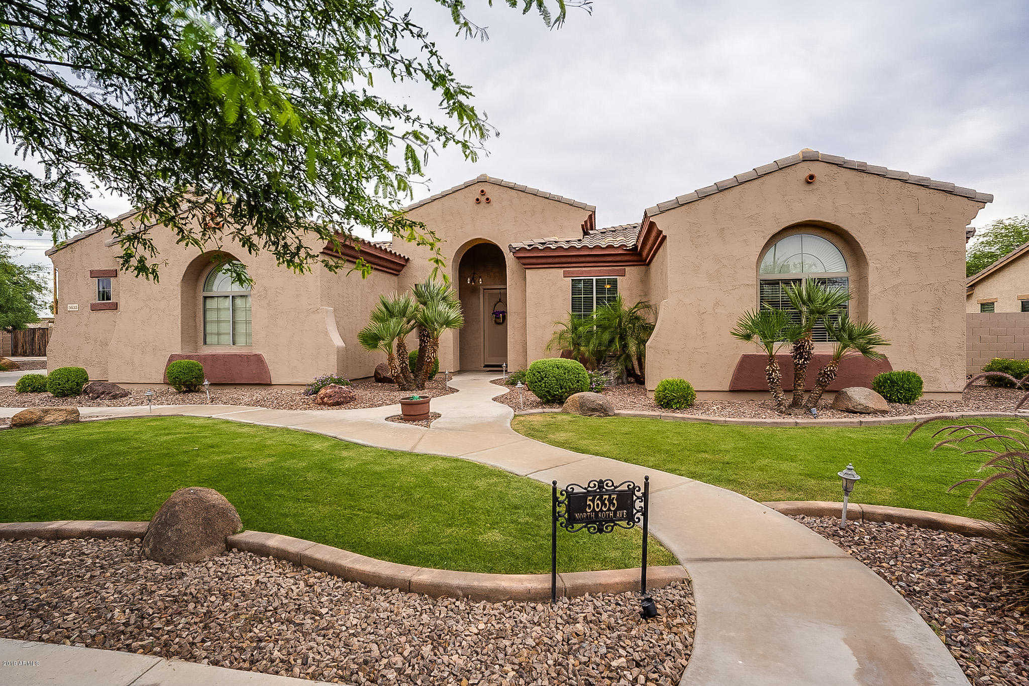 $400,000 - 3Br/3Ba - Home for Sale in Missouri Estates, Glendale
