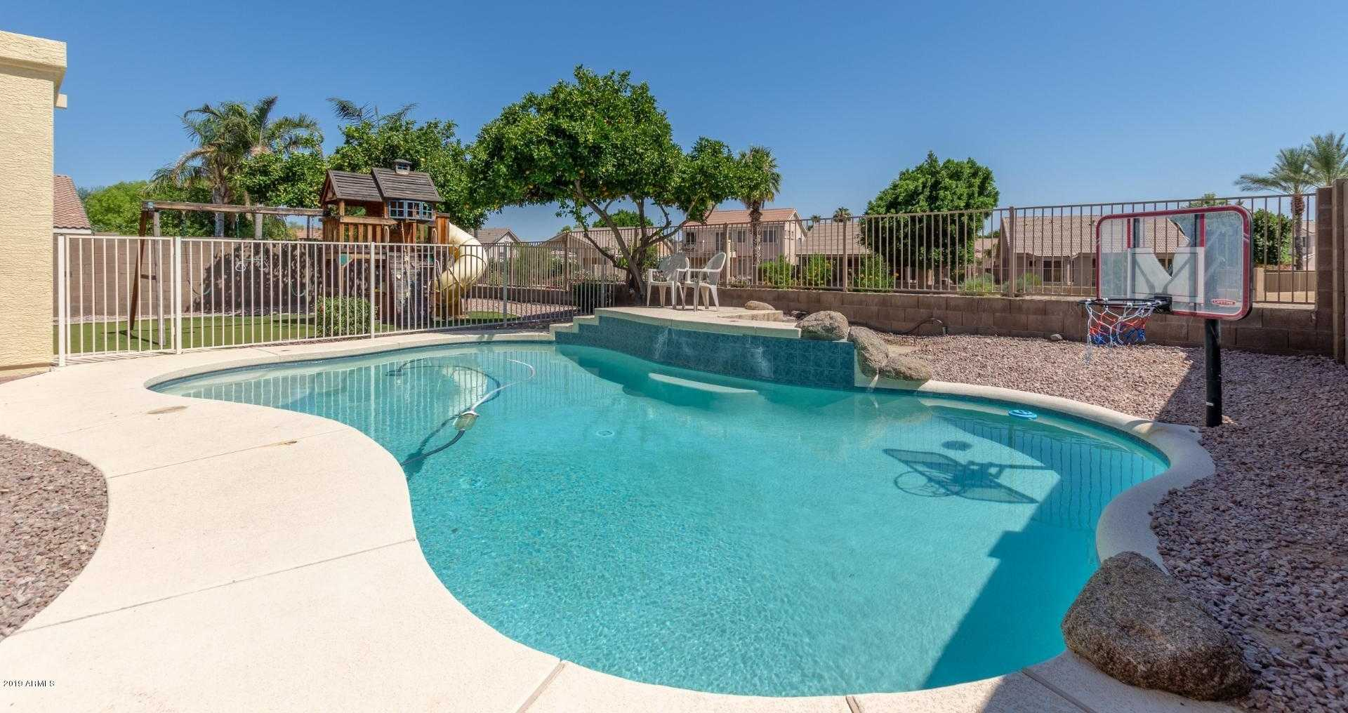 $400,000 - 5Br/3Ba - Home for Sale in Fulton Homes At Sierra Verde, Glendale