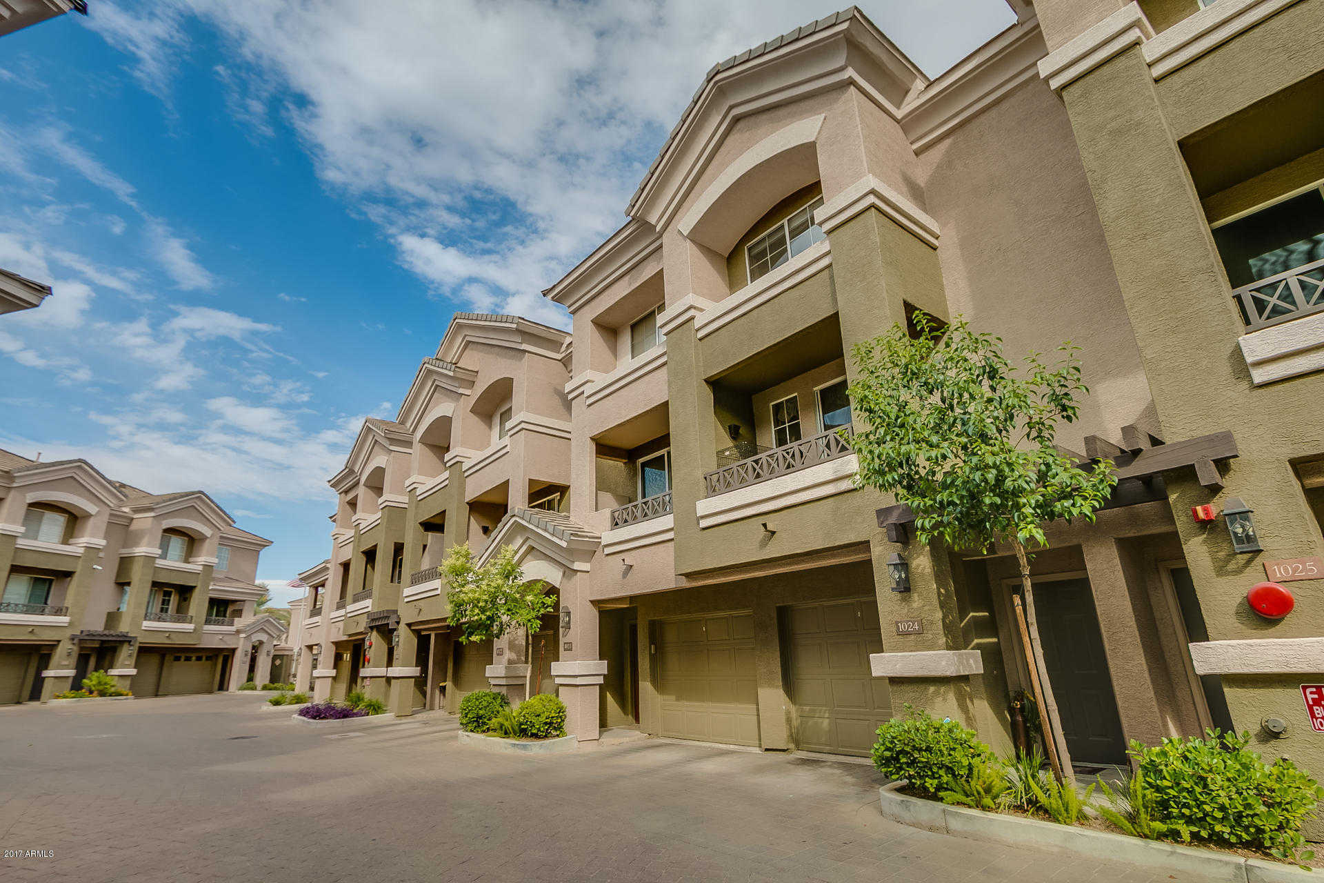 Phoenix AZ Condos and Townhomes - Real Estate Broker
