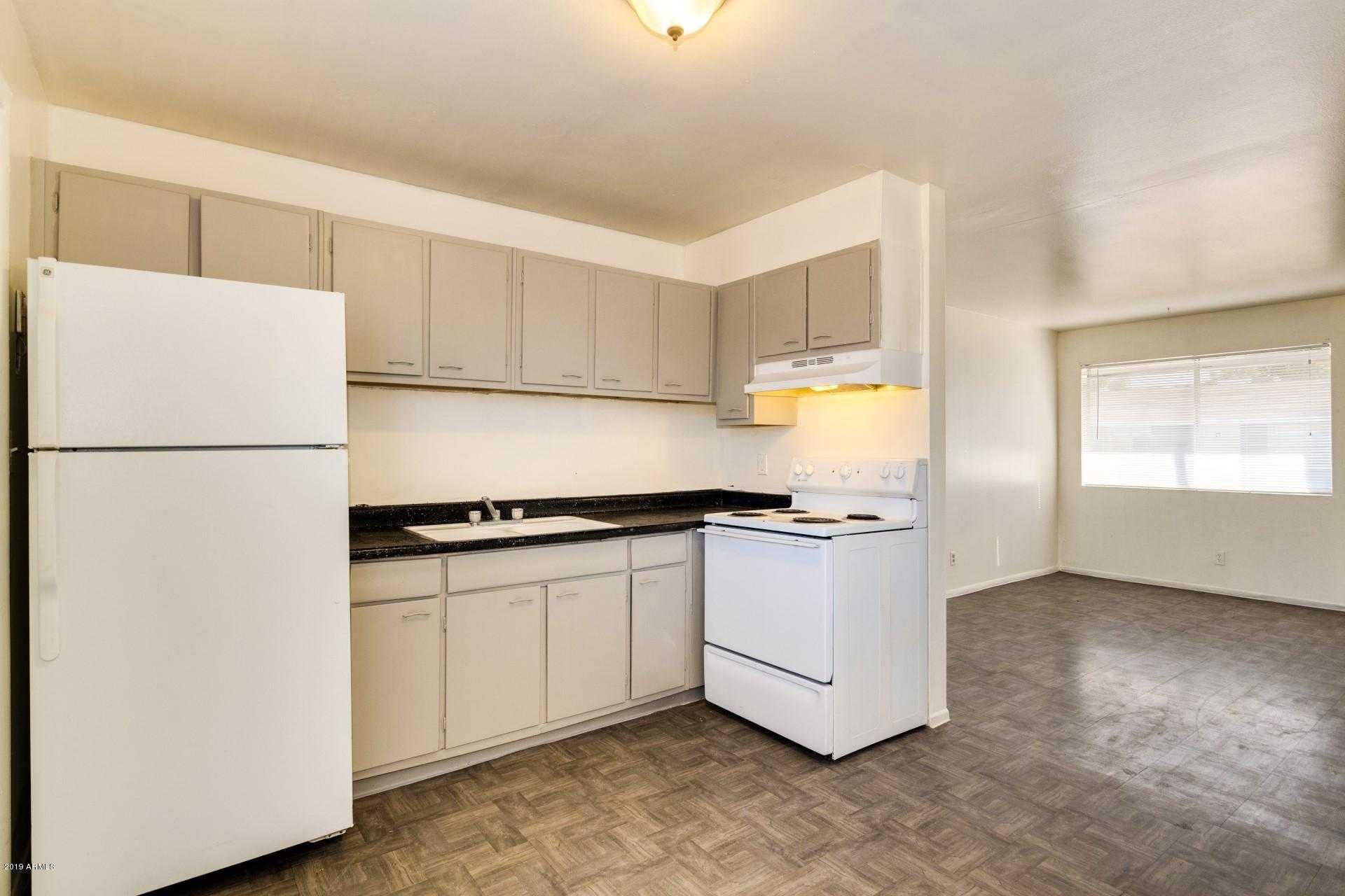 - 1Br/1Ba - Condo for Sale in Metes & Bounds, Phoenix