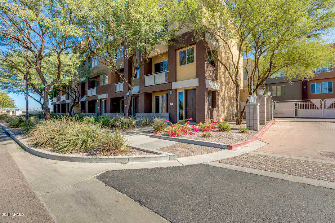 $325,000 - 2Br/3Ba -  for Sale in Quarter Condominium, Glendale
