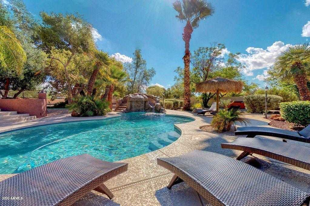 - 7Br/4Ba - Home for Sale in Country Club Acres Lot 1-6, 19-30, 43-48, Paradise Valley