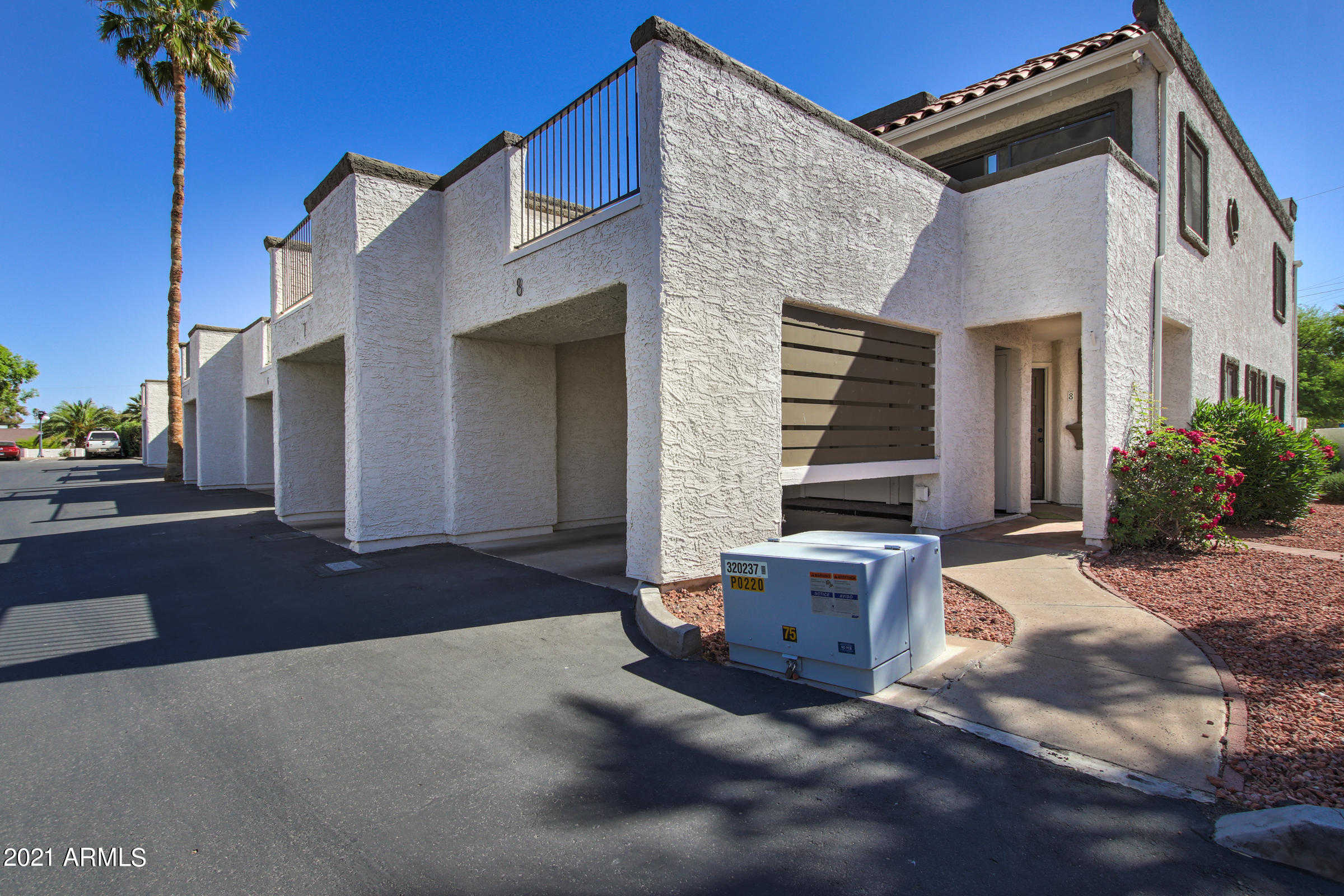 $325,000 - 2Br/3Ba -  for Sale in Scottsdale Villas, Scottsdale