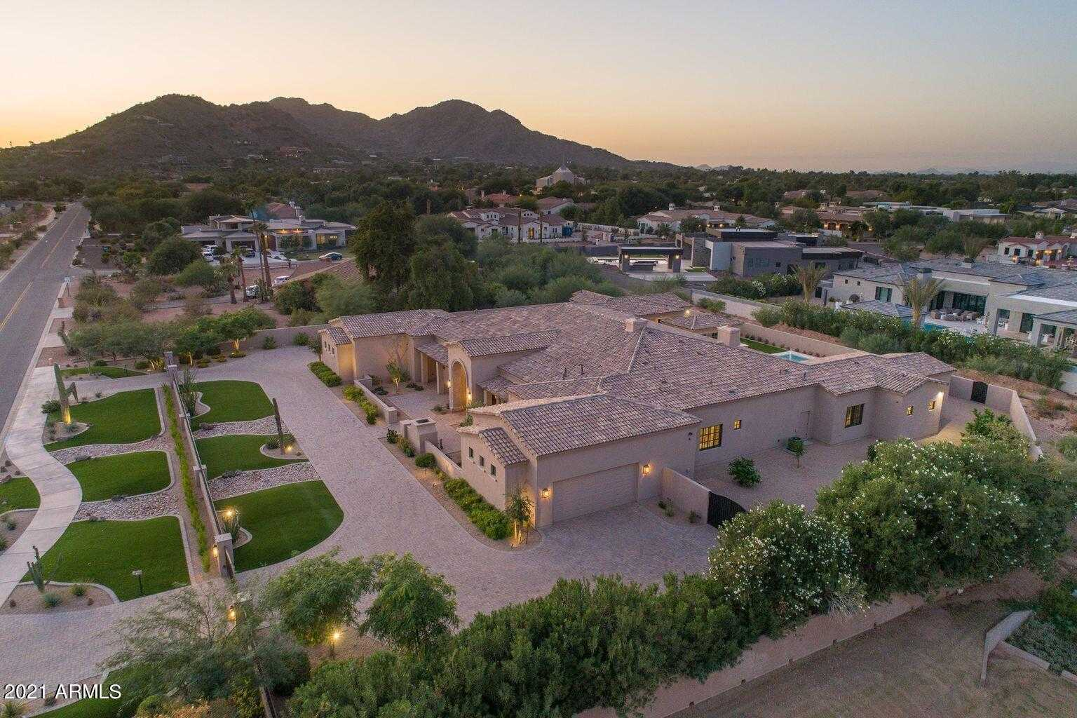 - 7Br/7Ba - Home for Sale in Adobe Ranch Unit 1, Paradise Valley