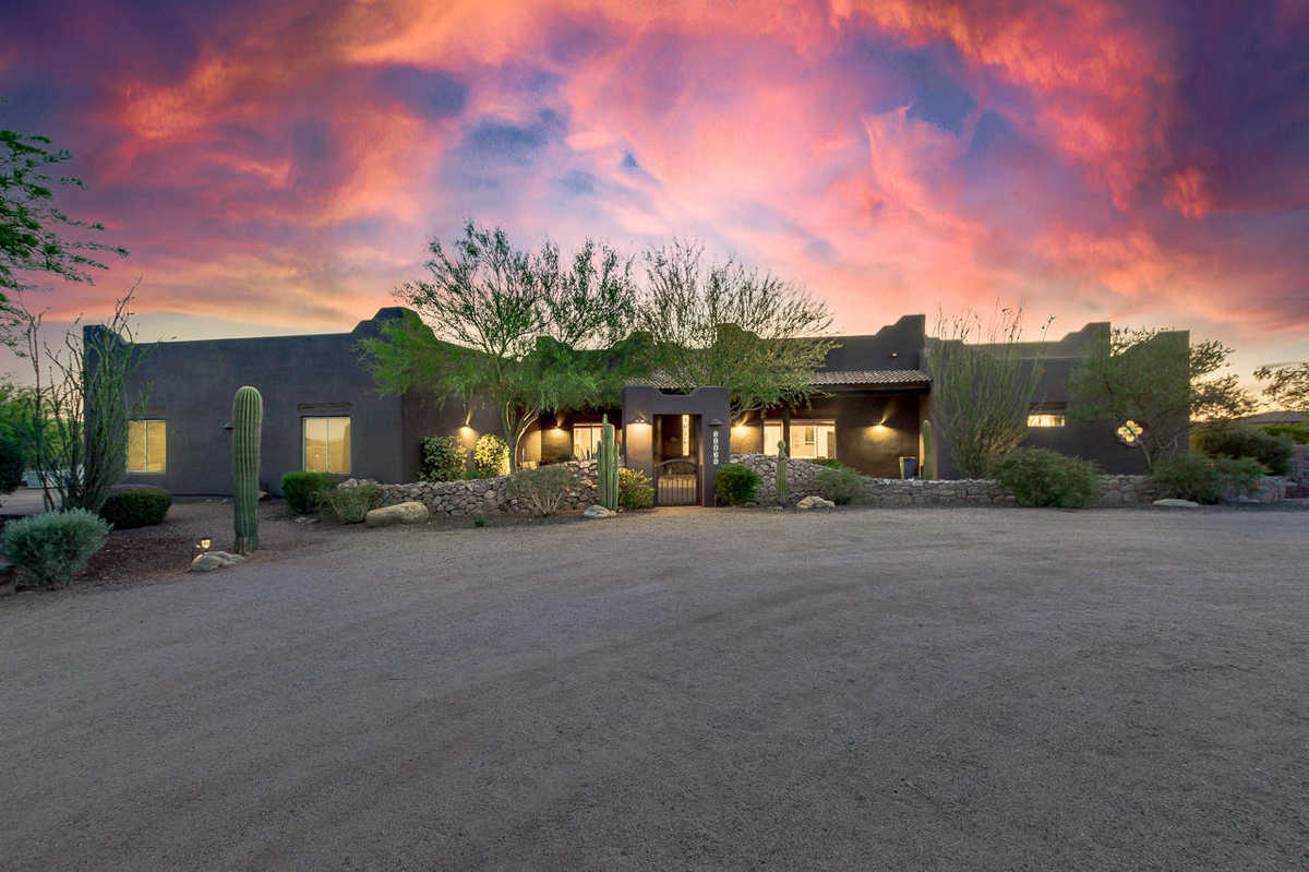 $1,500,000 - 4Br/5Ba - Home for Sale in S4 T1s R9e, Gold Canyon