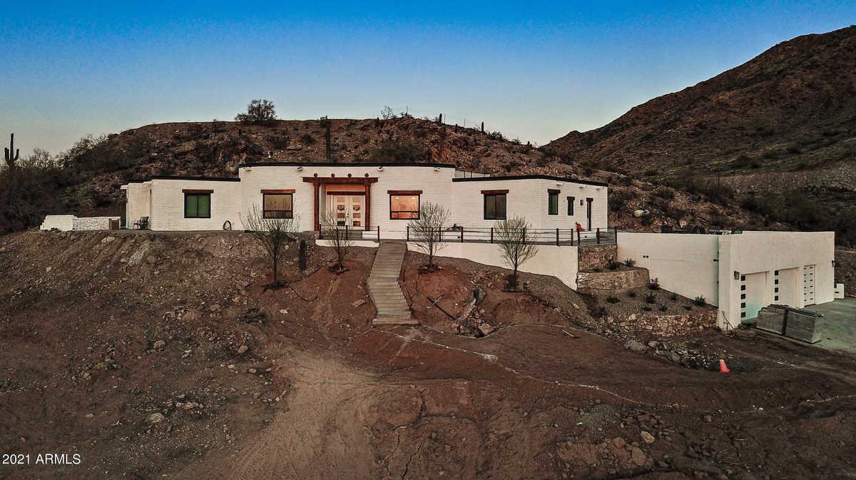 $999,999 - 4Br/4Ba - Home for Sale in Santan Ranches Unit 3, Queen Creek
