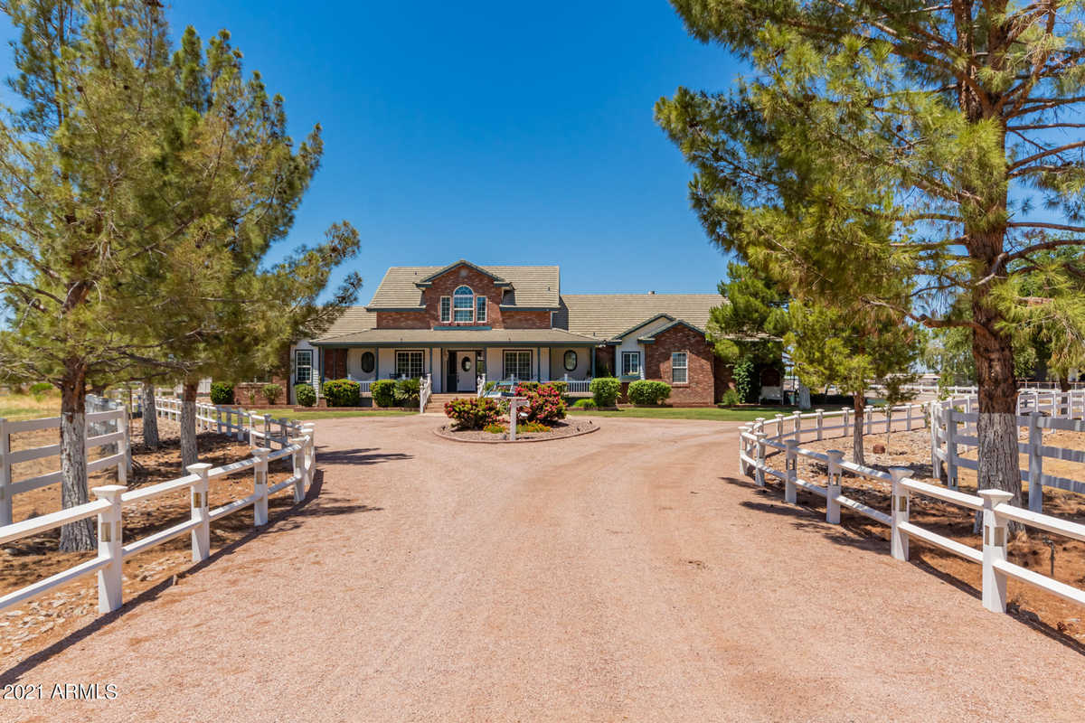 $1,786,000 - 4Br/4Ba - Home for Sale in Brooks Farms, Gilbert