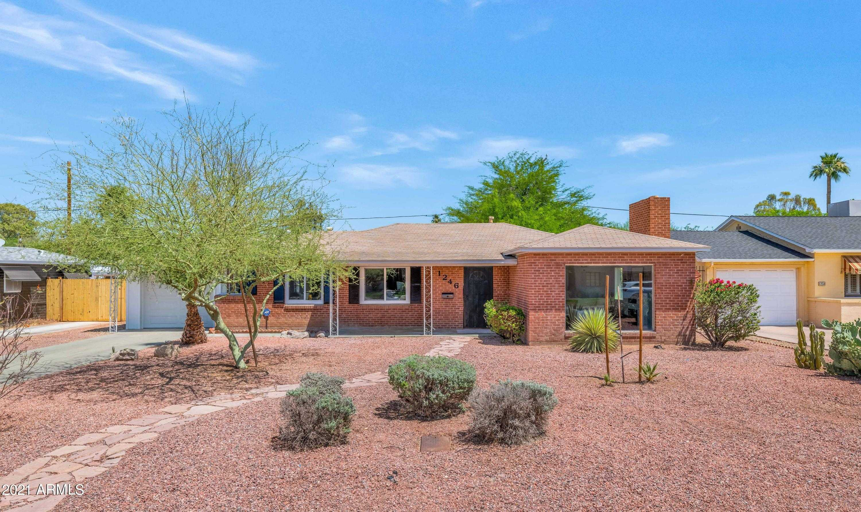 $699,900 - 3Br/3Ba - Home for Sale in South Country Club Manor, Phoenix