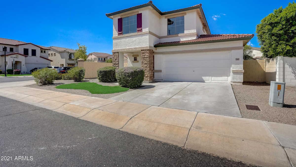 $340,000 - 3Br/3Ba - Home for Sale in La Paloma, Glendale