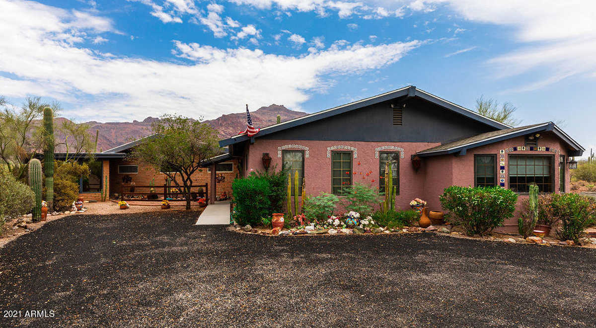$750,000 - 4Br/4Ba - Home for Sale in King Ranch Estates, Gold Canyon