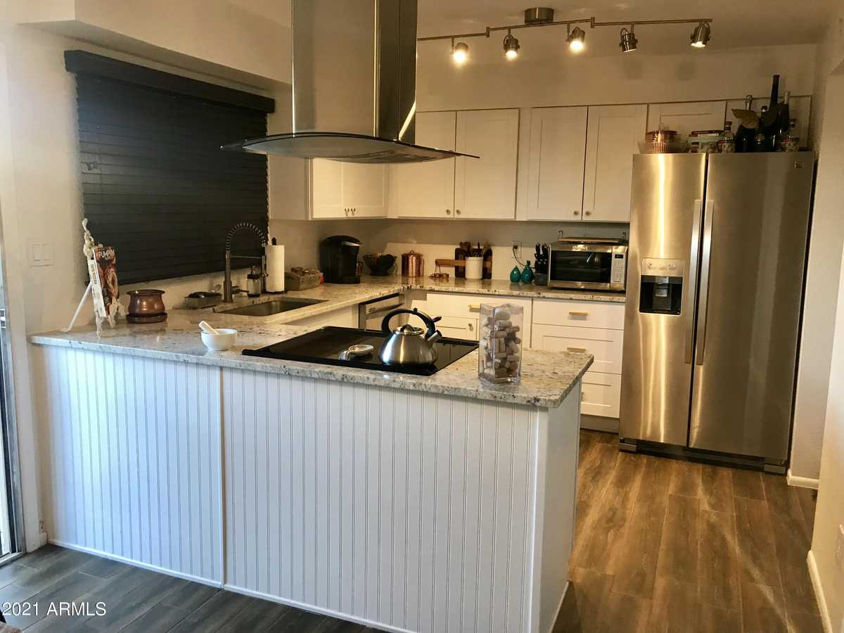 $335,000 - 3Br/3Ba -  for Sale in Park Premiere South Two Townhouses, Tempe