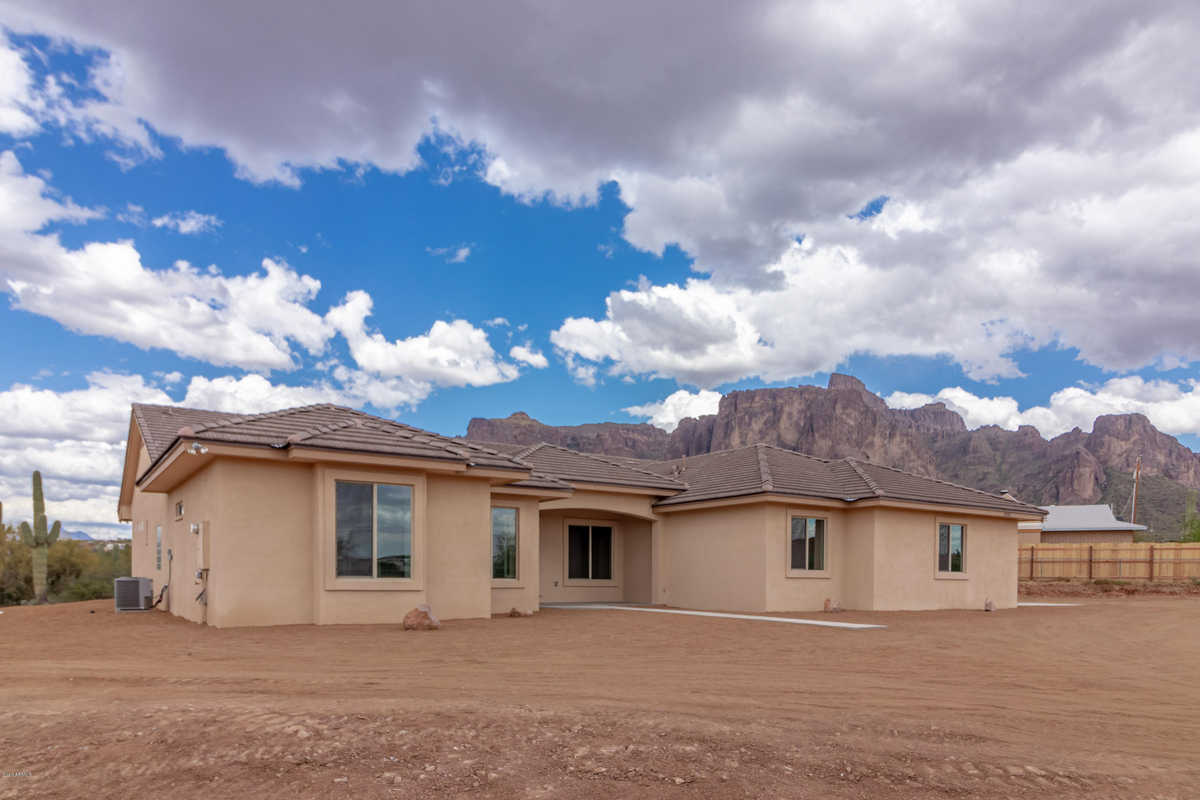 $799,990 - 5Br/4Ba - Home for Sale in S26 T3s R7e, Queen Creek