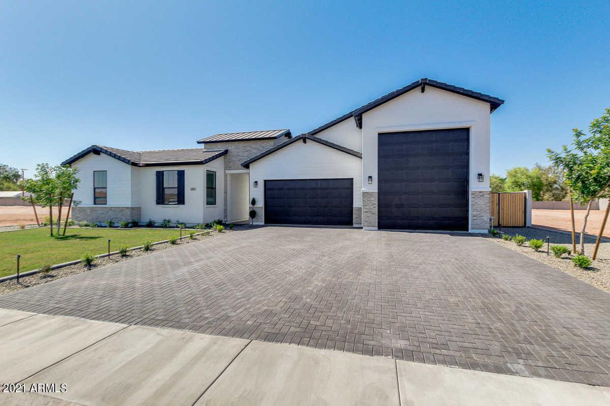 $759,975 - 4Br/3Ba - Home for Sale in San Tan Meadows, San Tan Valley