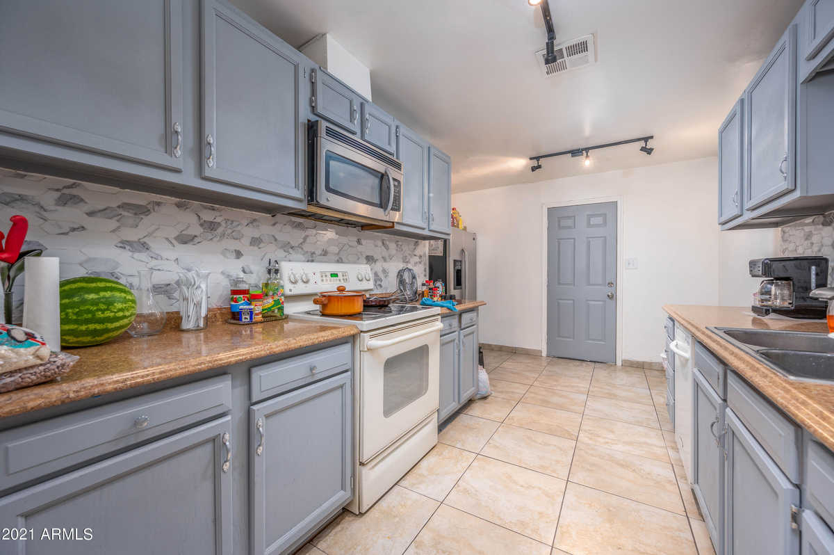 $320,000 - 5Br/3Ba - Home for Sale in Weona Homes, Phoenix