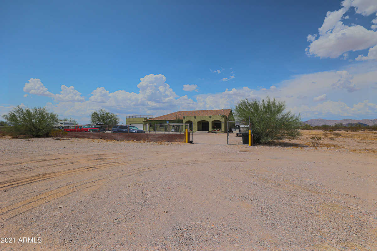 $579,000 - 4Br/3Ba - Home for Sale in Tonopah Metes & Bounds, Tonopah