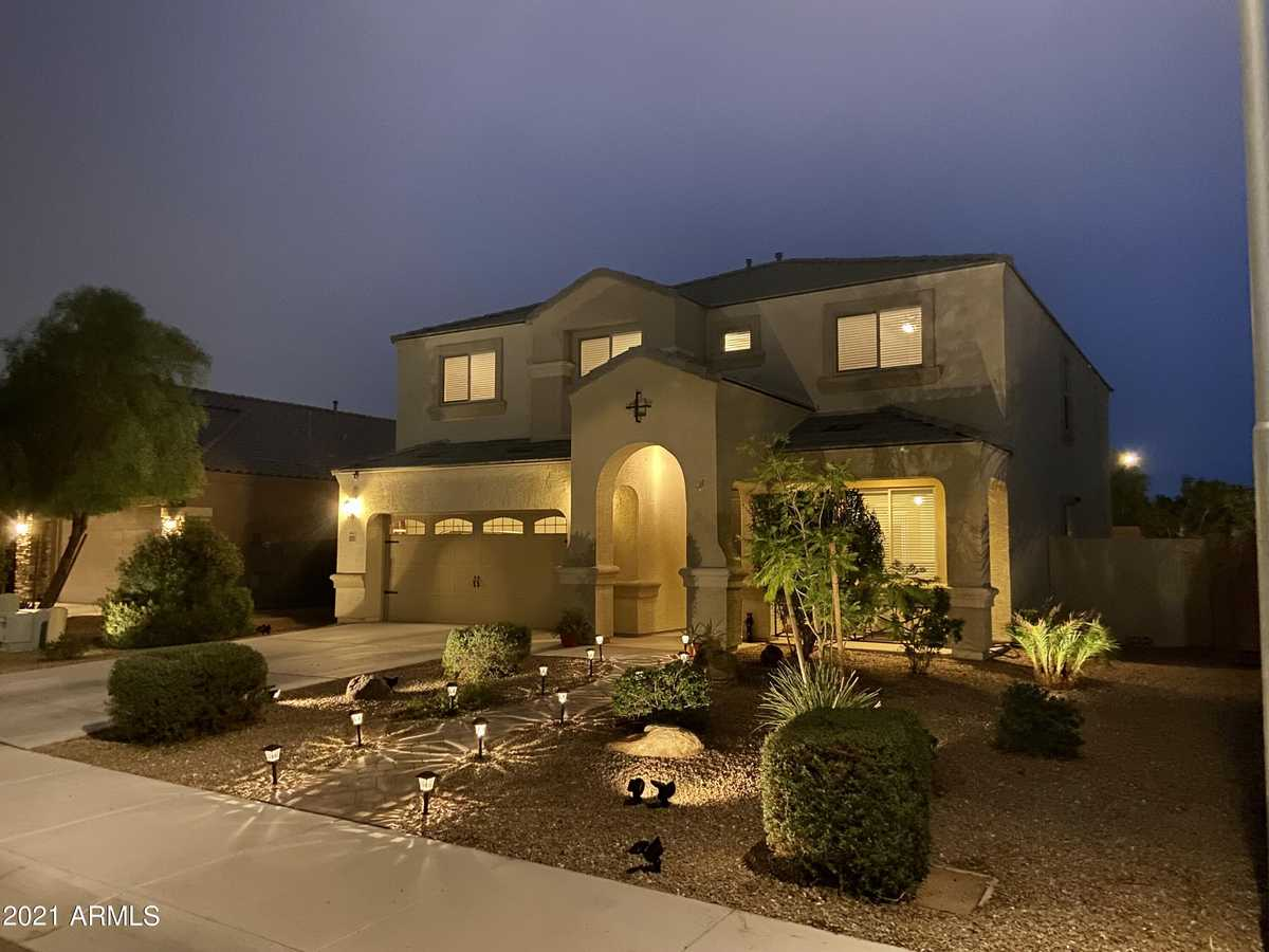 $619,900 - 6Br/3Ba - Home for Sale in Copper Cove Phase 2 2nd Amd, Glendale
