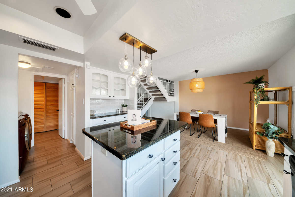 $435,000 - 3Br/3Ba -  for Sale in Chateau De Vie, Scottsdale
