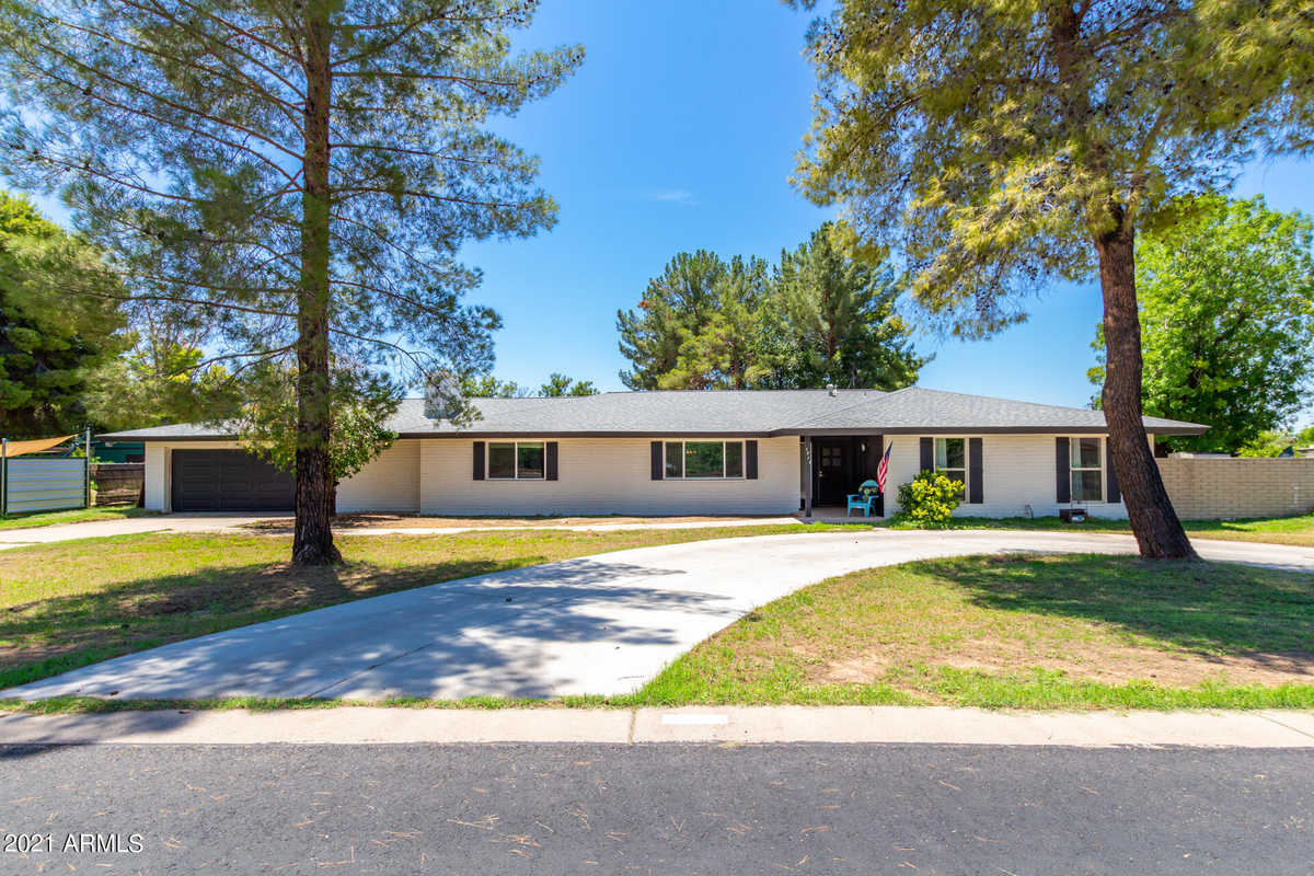 $749,900 - 4Br/3Ba - Home for Sale in Cottonwood Heights, Mesa