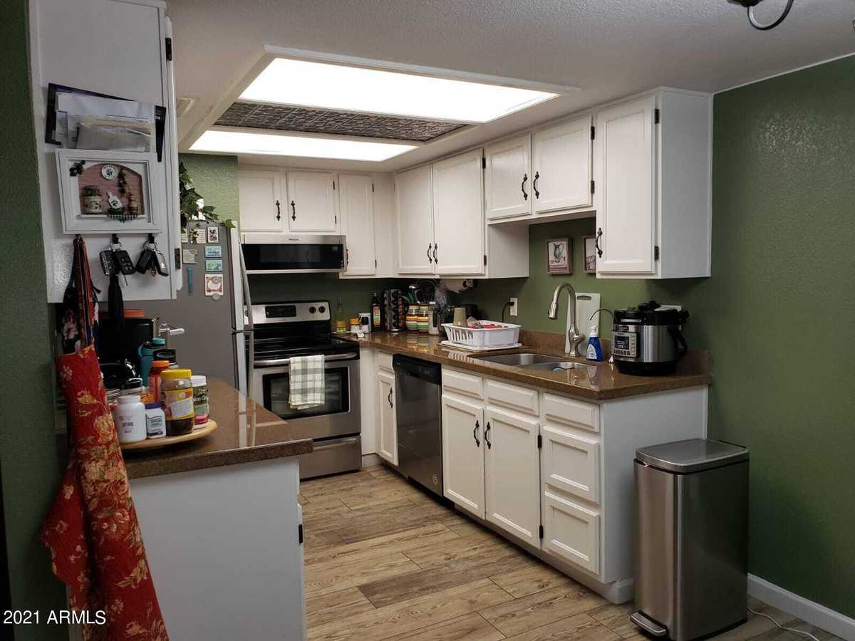 $280,000 - 2Br/2Ba -  for Sale in Dobson Villas Tracts C D And E, Mesa