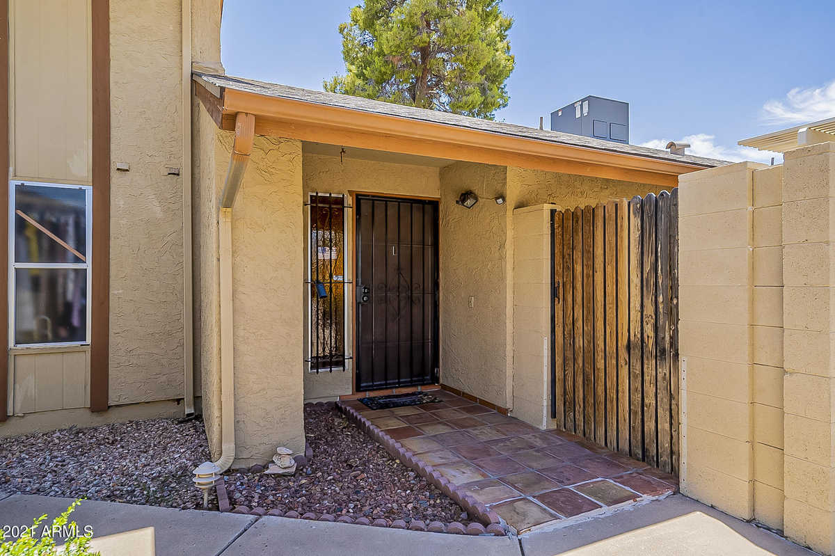 $295,000 - 2Br/2Ba -  for Sale in Bellair Townhouses Unit 4, Glendale