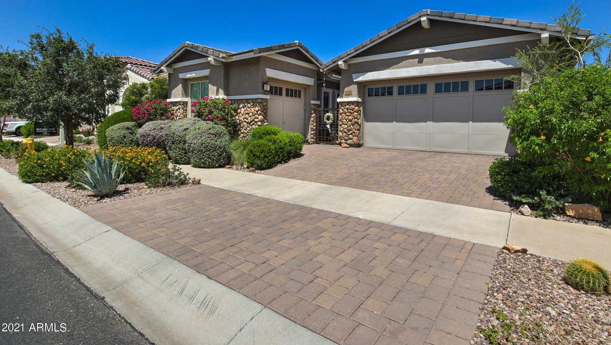 $675,000 - 4Br/3Ba - Home for Sale in Eastmark Dev Unit 7 North Parcels 7-13 Thru 7-17, Mesa